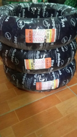 Lốp sau xe Vespa Primavera chính hãng Vee Ruber